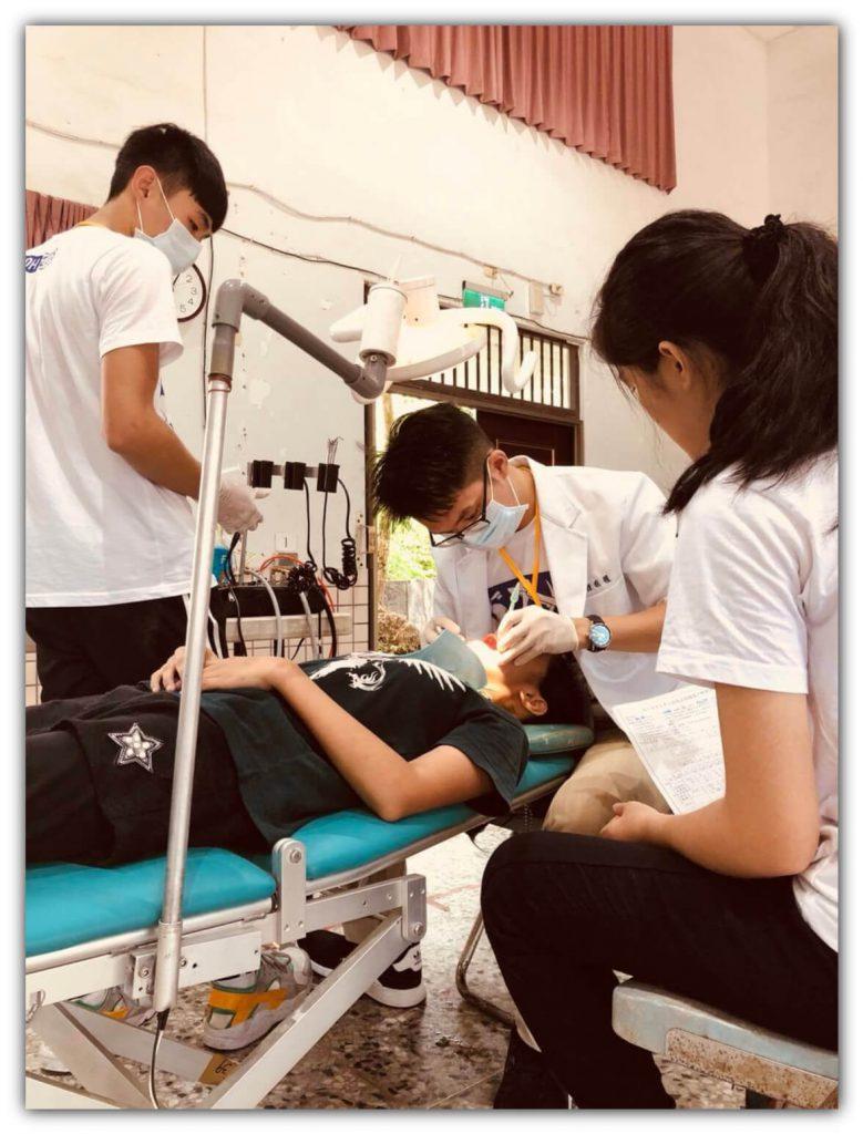 參與第三十七屆陽明大學口腔醫療衛生服務隊 博誠牙醫 鍾國耀醫師